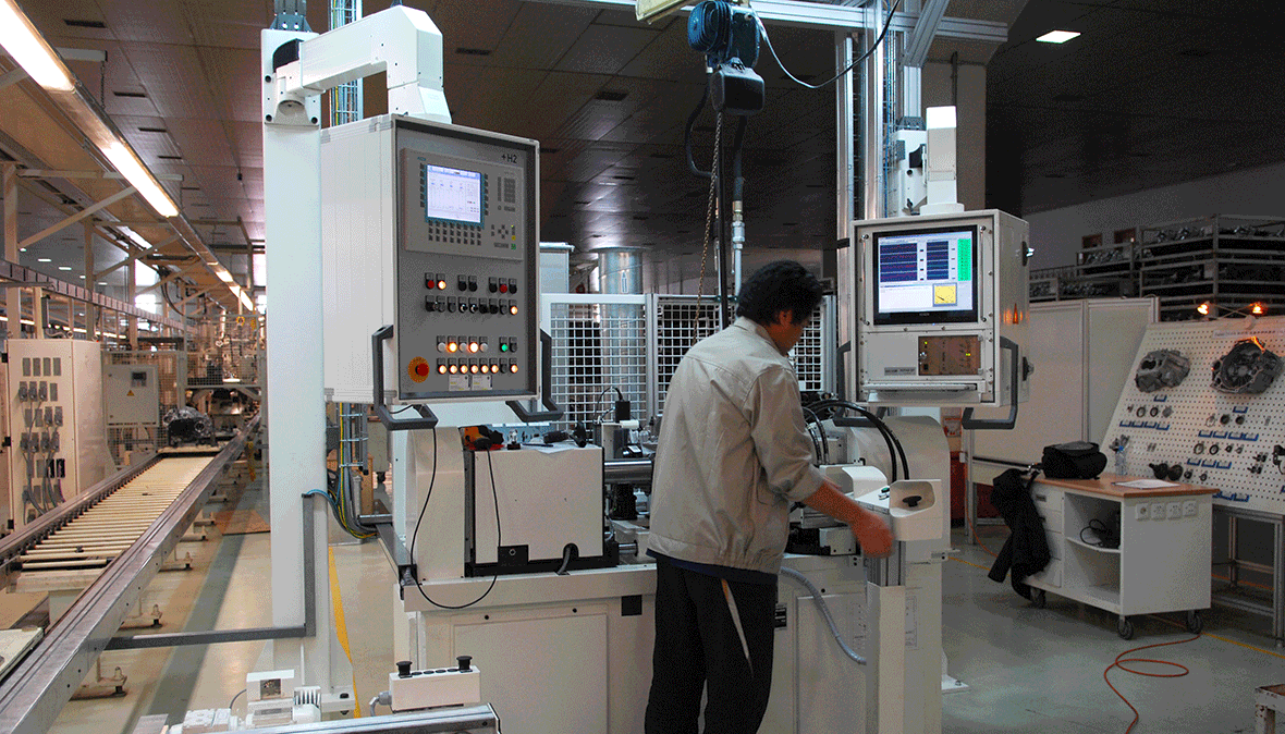 Test bench for the analysis of manual transmissions with a DISCOM system on a swivel arm