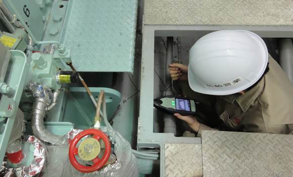 Measuring the vibration acceleration level of a diesel generator set